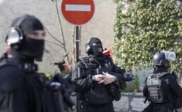 Pháp báo động khủng bố sau vụ xả súng trường học