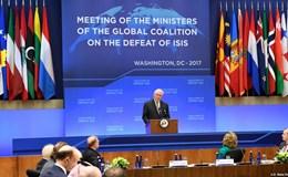 Ngoại trưởng Mỹ bị chỉ trích bỏ họp NATO đi thăm Nga