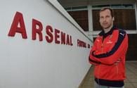 Cech suýt gia nhập Arsenal cách đây 13 năm