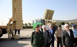 """Iran khoe tên lửa tầm xa """"cây nhà lá vườn"""""""