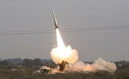 """Iran phóng tên lửa phòng không """"Thợ săn"""" trúng mục tiêu"""