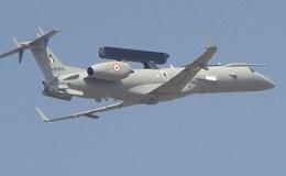 """Không quân Ấn Độ nhận máy bay hiện đại """"cây nhà lá vườn"""""""