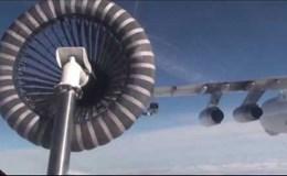Cận cảnh máy bay ném bom Su-24 được tiếp dầu ngoạn mục trên không