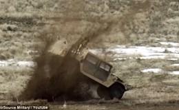 """""""Sát thủ diệt tăng A-10"""" nã đạn, ném bom tiêu diệt xe Humvee"""