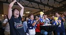 Cảm xúc vỡ òa khi công bố kết quả bầu cử Tổng thống Mỹ với phần thắng nghiêng về phía Donald Trump