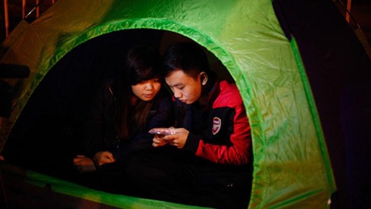 Tâm sự của 2 CĐV mắc lều, trắng đêm chờ mua vé trận Việt Nam - Indonesia