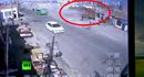 Kinh hoàng xe tải mất lái tông nát cả một dãy nhà ven đường