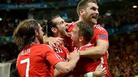Ngược dòng ngoạn mục trước Bỉ, Xứ Wales vào bán kết
