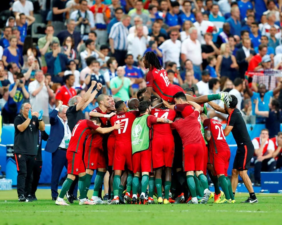 Bồ Đào Nha đánh bại chủ nhà Pháp để lần đầu tiên vô địch EURO 2016