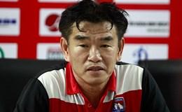 HLV Phan Thanh Hùng hài lòng về trận đấu, trừ trọng tài