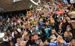 Tranh cướp lộc ở khai hội chùa Hương