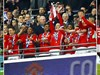 Video: M.U tưng bừng nâng Cúp Liên đoàn Anh