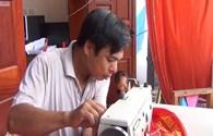 Video: Người giữ hồn thiêng đất nước trong từng mũi chỉ trên Cờ Tổ quốc