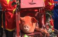 """Lễ chém lợn Ném Thượng, """"hai ông Ỉn"""" được đưa đi """"trảm"""" kín"""