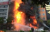 Clip: Lửa cháy ngùn ngụt tại quán Karaoke trên đường Trần Thái Tông