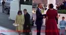 Clip đối lập cách Trump và Obama bước xuống xe cùng vợ