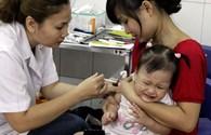 Hơn 100 ca phản ứng sau tiêm chủng ở Hà Nội: Vaccine Quinvaxem có an toàn?