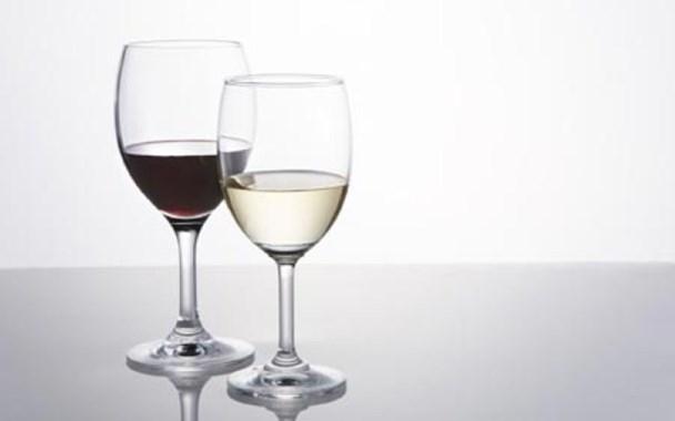 rượu trị nhiễm trùng tai