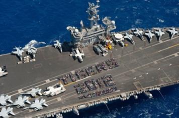 """Cận cảnh tàu sân bay """"đại bàng biển"""" USS Carl Vinson Mỹ"""