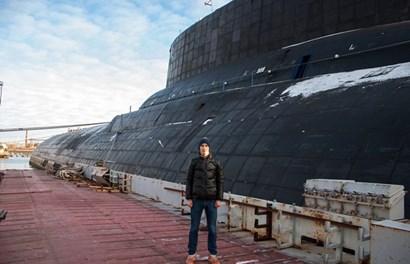 """Cận cảnh tàu nguyên tử hạt nhân khổng lồ """"cuồng phong"""" của Nga"""