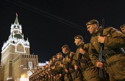 Binh sĩ Nga rầm rộ duyệt binh cùng nhiều loại vũ khí tối tân
