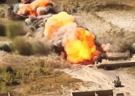 Khủng khiếp màn tên lửa kéo dây phá mìn chuyên nghiệp