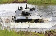 """Xe tăng 18 tấn của lính dù Nga đi """"bơi"""" như thế nào?"""