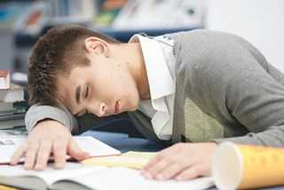 12 chiêu cắt cơn buồn ngủ cho sĩ tử vào mùa thi