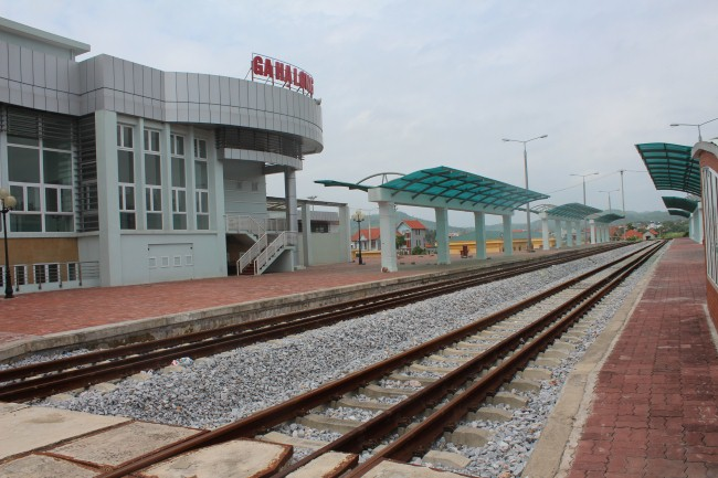 Expensive railway station left empty because of uneven development