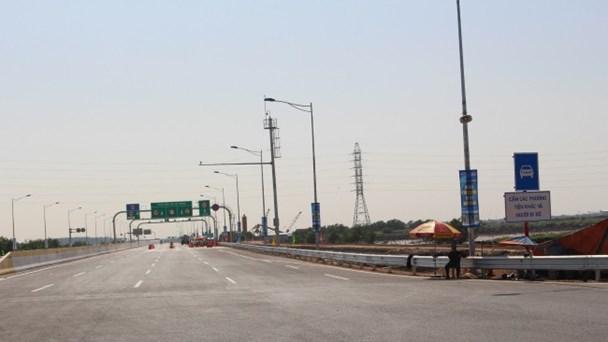 Đường cao tốc Hà Nội - Hải Phòng hiện đại nhưng vắng xe. Ảnh: H.H