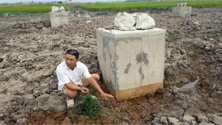 """Vụ trụ điện 220kV làm bằng bêtông trộn đất ở Nam Định: """"Tốt nhất là đập bỏ"""""""