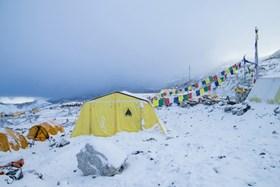 Tìm thấy 100 thi thể ở Nepal bị chôn vùi dưới tuyết sau động đất