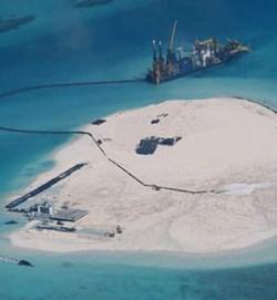 """Trung Quốc """"sốt xình xịch"""" trước việc Mỹ sắp điều tàu chiến đến gần đảo nhân tạo ở Biển Đông"""