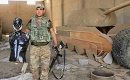 IS dùng xe tăng gỗ đánh lạc hướng máy bay quân sự Mỹ