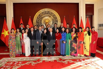 Tổng Bí thư thăm Đại sứ quán Việt Nam ở Trung Quốc - ảnh 1
