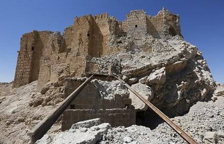 IS hoảng loạn rút khỏi thành phố cổ Palmyra - ảnh 1