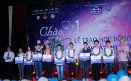 Nhất Nhất trao học bổng thủ khoa Đại học Y Hà Nội