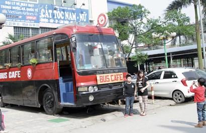 Biến xe bus thành quán cafe có một không hai ở Hà Nội