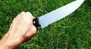 """Cha """"lên cơn"""" dùng dao đâm con nhập viện"""