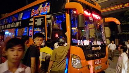 Ngột ngạt xe khách Sao Việt nhồi nhét khách