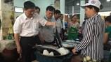 Trực tiếp: Lãnh đạo Đà Nẵng cùng cán bộ công nhân viên dùng cơm trưa với hải sản sạch