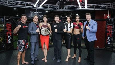 Lan Khuê tập luyện với nhà vô địch UFC Gym Razor Rob