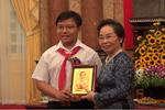 Video: Phó chủ tịch nước Nguyễn Thị Doan gặp gỡ thân mật 15 điển hình chương trình Vinh Quang Việt Nam
