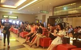 """Giới trẻ Hà Thành xếp hàng xem phim """"Tôi thấy hoa vàng trên cỏ xanh"""""""