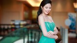 Hoa hậu Ngọc Hân diện đầm trễ nải, khoe vai trần gợi cảm