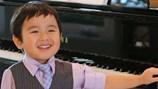 """""""Thần đồng piano"""" 5 tuổi gốc Việt lần đầu về nước biểu diễn gây quỹ học bổng âm nhạc"""