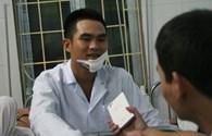 Hà Nội: Can ngăn hai côn đồ, một cảnh sát giao thông bị chém