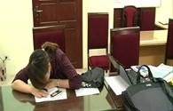 Nhân viên phục vụ biết việc đôi nam nữ đọc đáp án từ quán càphê vào phòng thi môn Lịch sử?