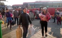 Hà Nội: Người dân lỉnh kỉnh mang theo đồ đạc trở lại Thủ đô sau Tết