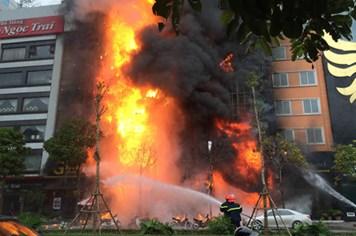 Lộ ra sai phạm khi để xảy ra cháy chết 13 người tại quán Karaoke trên phố Trần Thái Tông